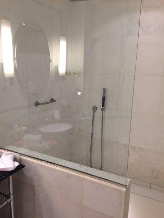 Das Badezimmer Mit Dusche Und Badewanne. Das Wc Separat. - Picture ... Badezimmer Mit