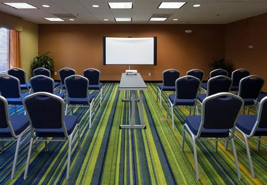 Fairfield Inn & Suites Charleston Airport/Convention Center: Meeting Room - Theater Setup