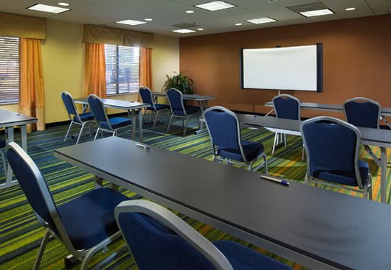 Fairfield Inn & Suites Charleston Airport/Convention Center: Meeting Room - Classroom Setup