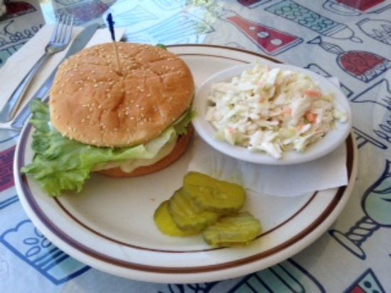 Vancouver, WA: Grilled chicken sandwich with coleslaw