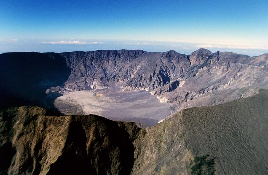 Bima, Indonesien: view on the caldera