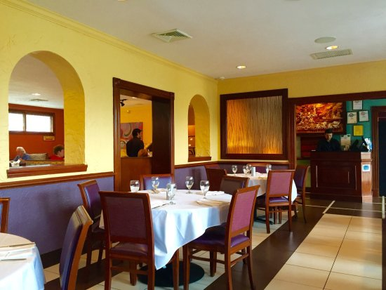 Milan Indian Cuisine: Terrific food even on the buffet. Upscale interior. Great service.
