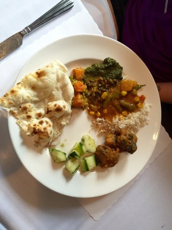 Milan Indian Cuisine : Terrific food even on the buffet. Upscale interior. Great service.