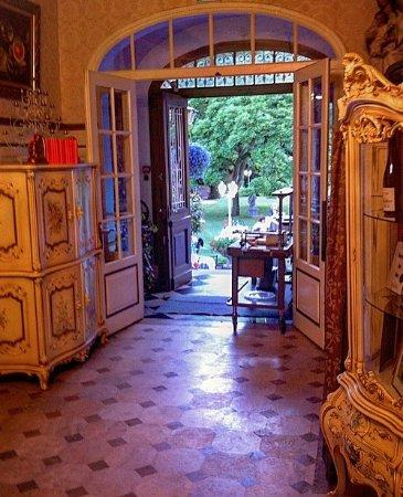 Thann, France: l'ingresso del giardino della villa