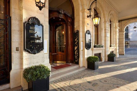 Regina Hotel: Hotel Regina Entrance