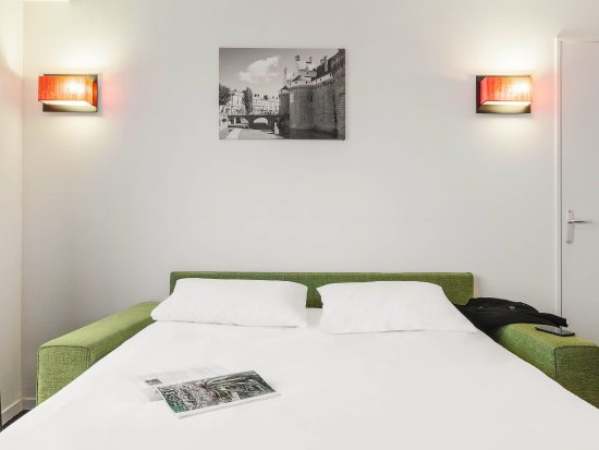 Adagio access nantes viarme hotel france voir les for Media room guest bedroom