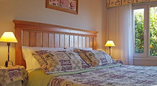 El Nautico Bungalows & Suites: Cálidos y luminosos dormitorios.