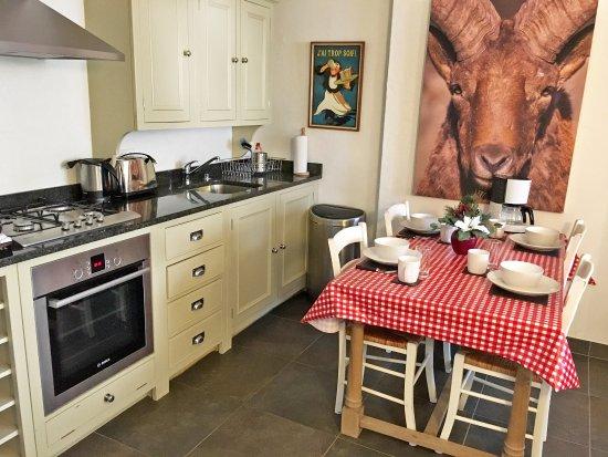 Chalet Balthazar: Apt 1 Dining and Kitchen