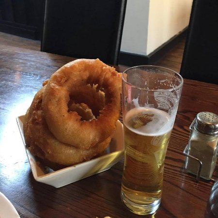 The Lilly Bar & Grill: giant onion rings!?