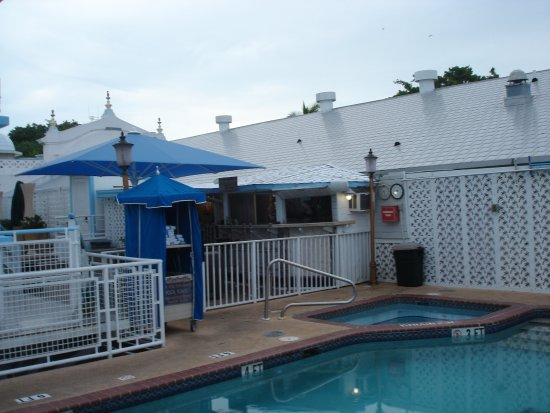 Pegasus International Hotel: Pool plus bar på 1st sal