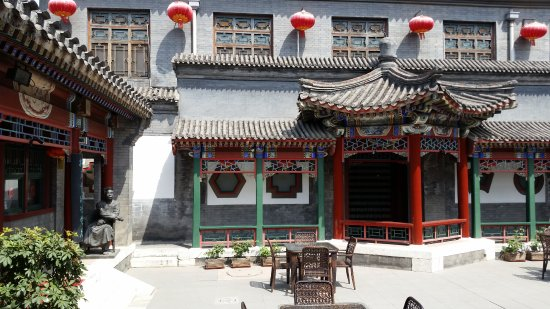Lusongyuan Hotel: Hotel courtyard
