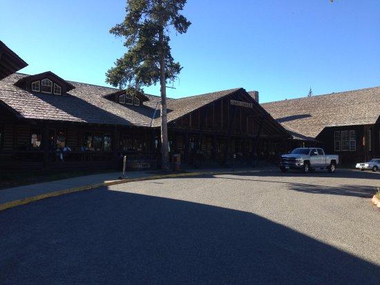 Lake Lodge Cabins : Front of Lodge
