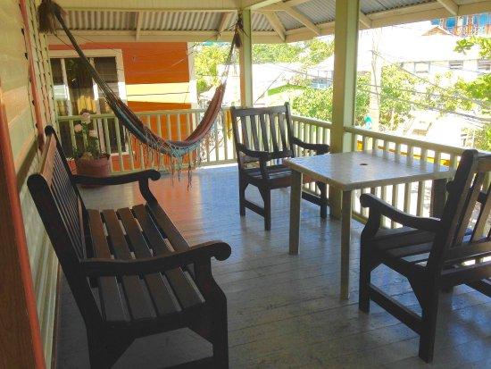 Seaside Inn: Front balcony