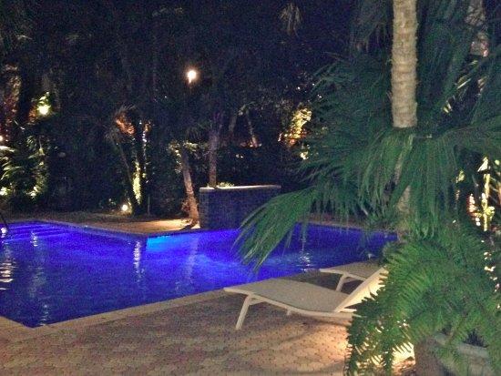 Almond Tree Inn: Beautiful pool with waterfall