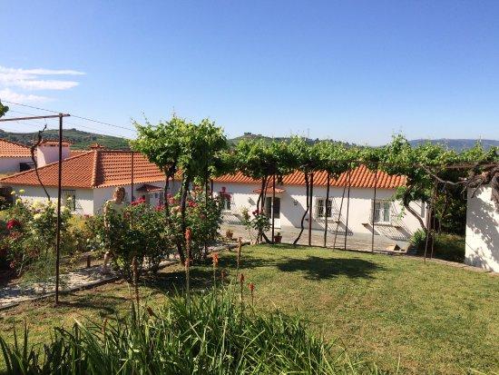 Carrazeda de Ansiaes, Portugal: Appartement, zwembad en het prachtige perceel.