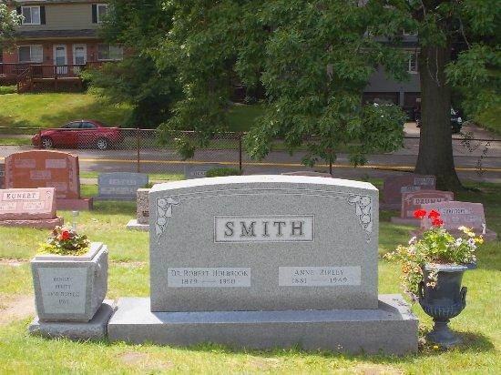 Akron, OH: Dr. Bob's Gravesite