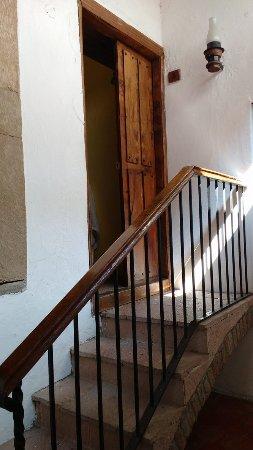 Hosteria Del Frayle: Entrada a nuestro cuarto