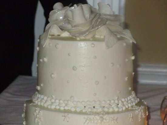 Our winter-theme wedding cake: frozen beauty. Buttercream frosting ...