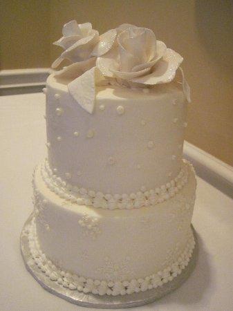 Our Winter Theme Wedding Cake Moist Pound Cake And Red Velvet Under