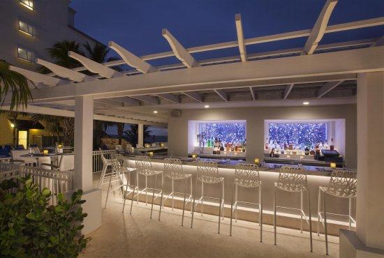Highland Beach, Flórida: Waves Pool Bar