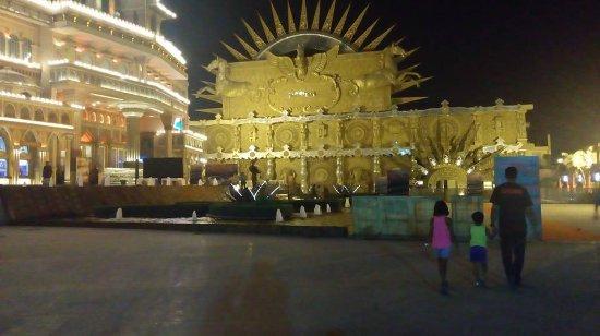 Kingdom of Dreams: Past the entrance