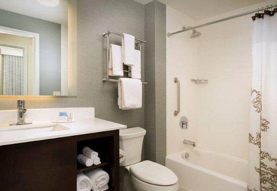 Murfreesboro, TN: Two-Bedroom Suite Bathroom