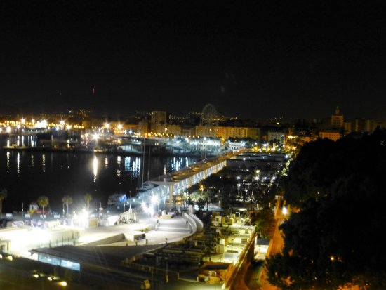 Hotel MS Maestranza: Night views of the port from the balcony