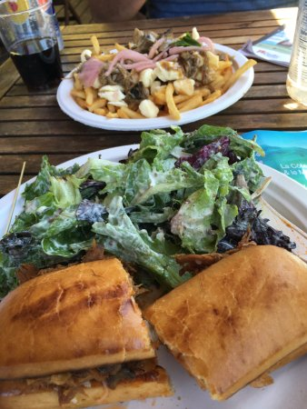 Sainte-Petronille, Canada: Pork sandwich with salad and Poutine