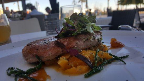 Greys Sitges: tuna and mango