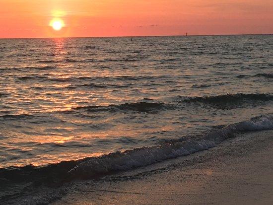 Foto de Sunset Vistas Beachfront Suites