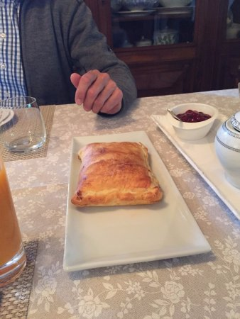 San Rocco a Pilli, Italia: Homemade puff pastry with locally sourced prosciutto and mozzarella.