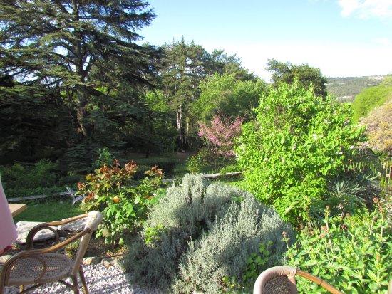Lauret, Prancis: Von der Terrasse zu Garten und Zeder