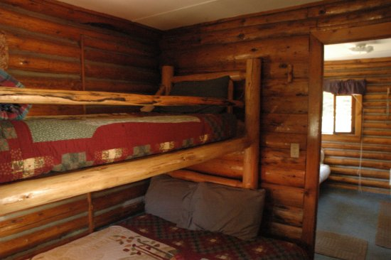 De Borgia, MT: Log bunkbeds in cabins