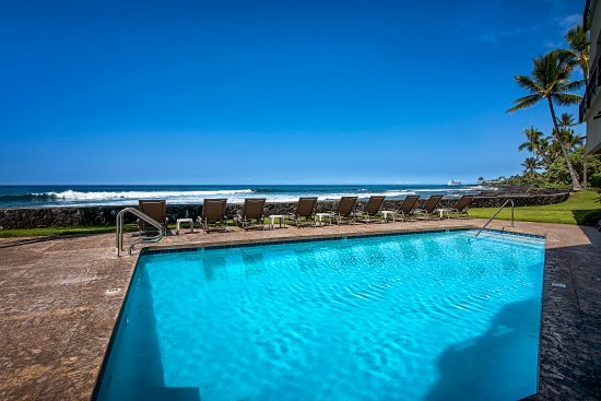 Kona Banyan Tree: Solar heated salt water, oceanfront pool