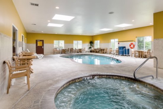 Comfort Suites Leesville : Pool and Hot Tub