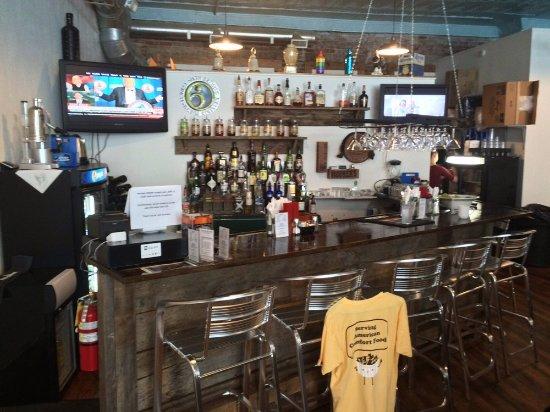 Whitesburg, KY: Bar