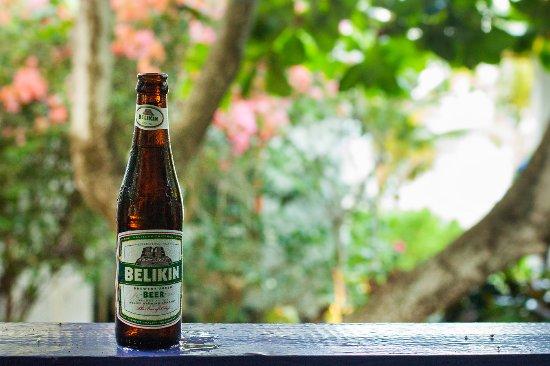 Ranguana Lodge: Enjoying a Belikin on our balcony