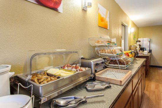 Quality Inn & Suites Vancouver North: Breakfast Bar