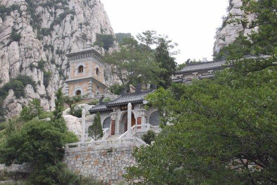 De tempel in Sanhuang village Scenic Resort