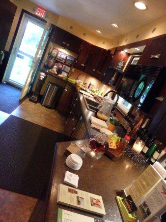 Roxbury, NY: Breakfast spread in the main office lobby