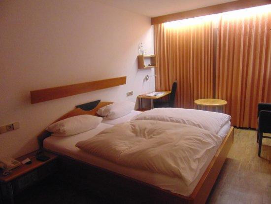 Gasthaus zum Kreuz: Goede bedden, nette propere kamer.