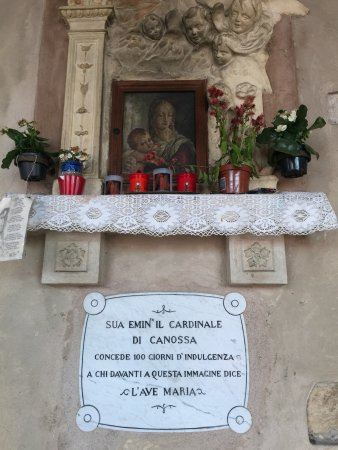 Colors of Italy - Guided Tours : Another interesting stop in Verona...100 day discount on your time in purgatory if you pray here