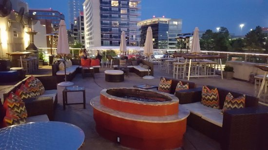The Woodlands, TX: The rooftop bar is the place to be
