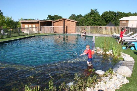 Domaine ec telia le nizan france voir les tarifs et for Tarif piscine naturelle