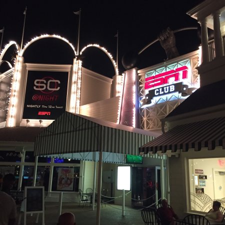 ESPN Club : Great place to go and take a break from the parks.  Food was good, service was good.