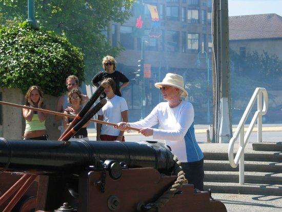 Nanaimo, Canada: Joan igniting the noon day gun