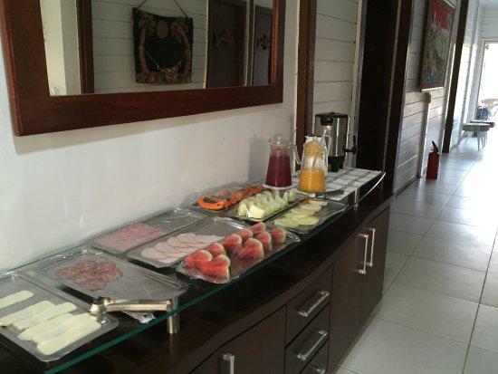 Pousada do Mano: Alguns itens do café da manhã oferecido pela pousada.