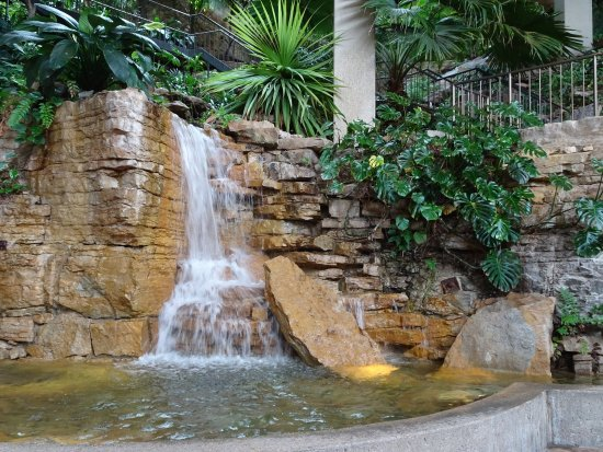 The Westin Crown Center: indoor waterfall