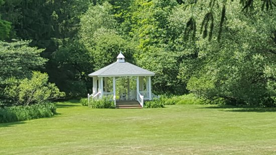 The Mountain Brook Inn: Gazeebo
