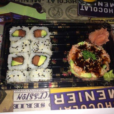 Zen: California rolls x8 et mini shake tartare saumon-avocat à emporter. Un régal !!! 😍